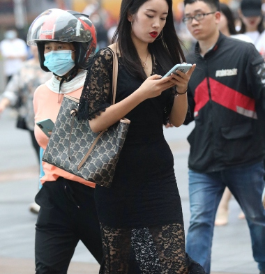 【珏一笑而过】黑裙高跟少 妇 - VIP街拍图片发布- 街拍第一站