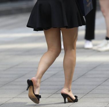 【珏一笑而过】诱惑黑色短裙少 妇 - VIP街拍图片发布- 街拍第一站
