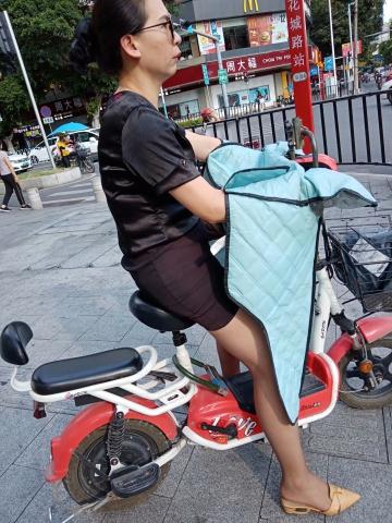[原创申请客服QQ:1245904381]  穿着黑色超薄透明连裤丝 袜的女人 街拍第一站全网原创独发!