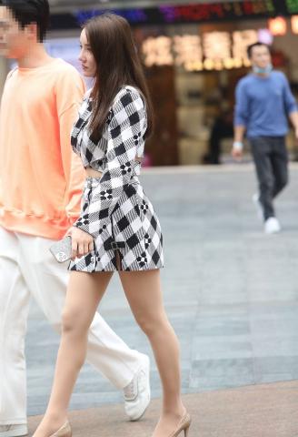 街拍图片发布  【珏一笑而过】诱惑极品肉 丝高跟少 妇 街拍第一站全网原创独发!