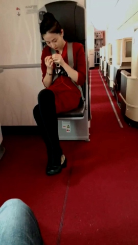视频金币超市  对面空姐的挑鞋技术不错 街拍第一站全网原创独发!