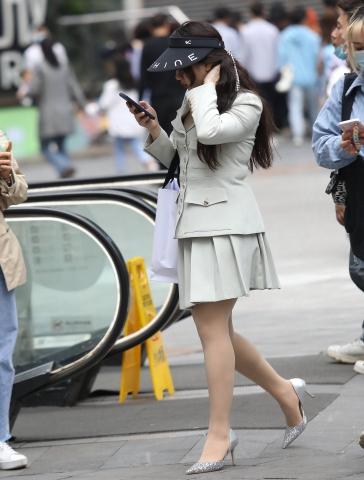 街拍图片发布  【珏一笑而过】诱惑肉 丝高跟 街拍第一站全网原创独发!