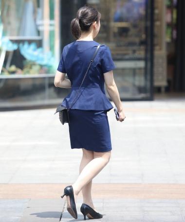 街拍图片发布  【珏一笑而过】诱惑丝 袜高跟OL 街拍第一站全网原创独发!