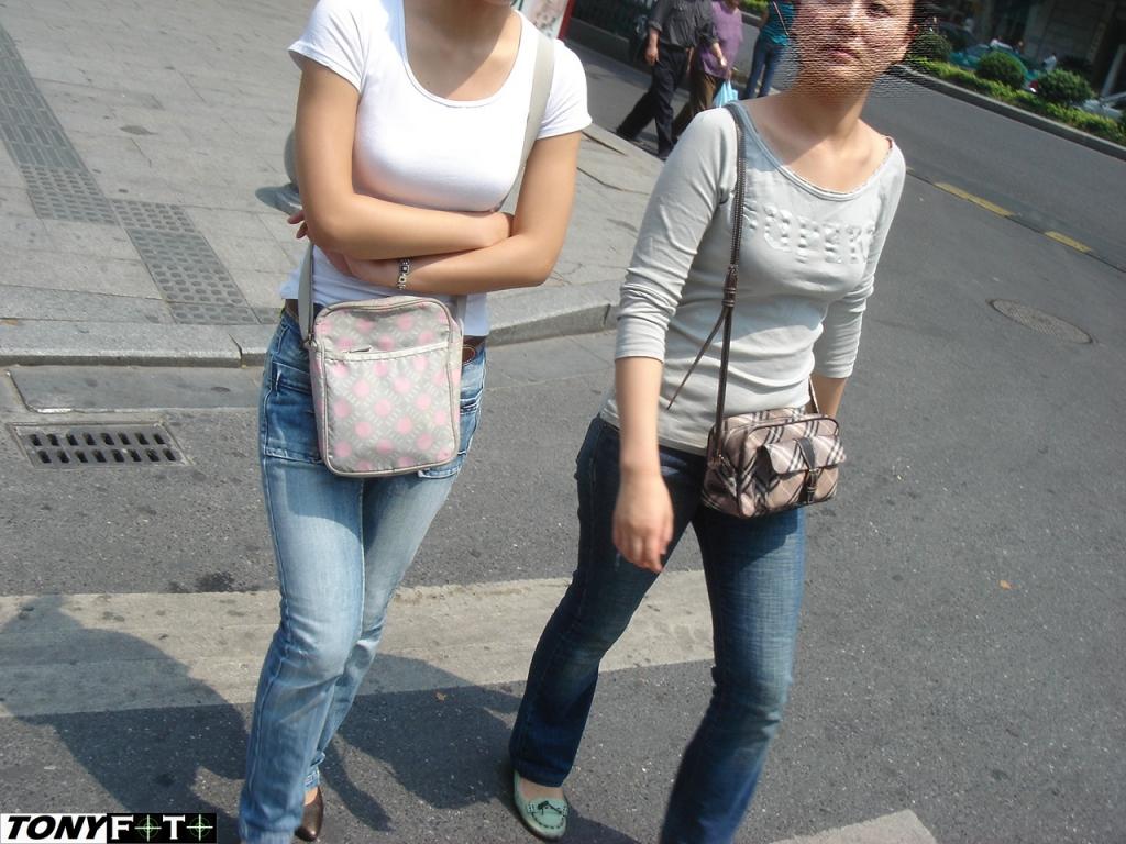 事业线型  绝对丝腿系列——发组女人的XIONG 部吧,不成套,就是杂[7p] 街拍第一站全网原创独发!
